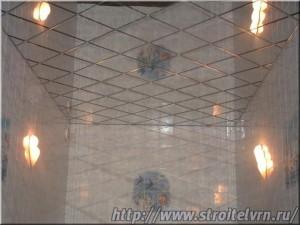зеркальный потолок в ванной2