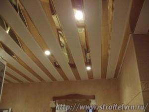 зеркальный потолок в ванной6