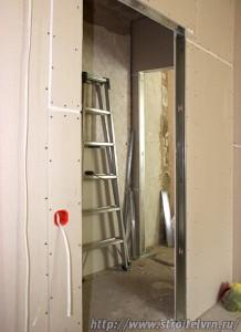Установка стен из гипсокартона, общий вид и фрагменты монтажных работ
